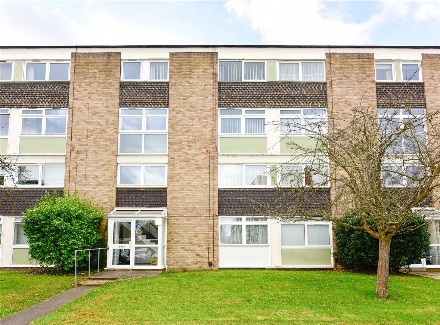 2 Bedrooms Apartment Flat for sale in Copenhagen Way, Walton-On-Thames